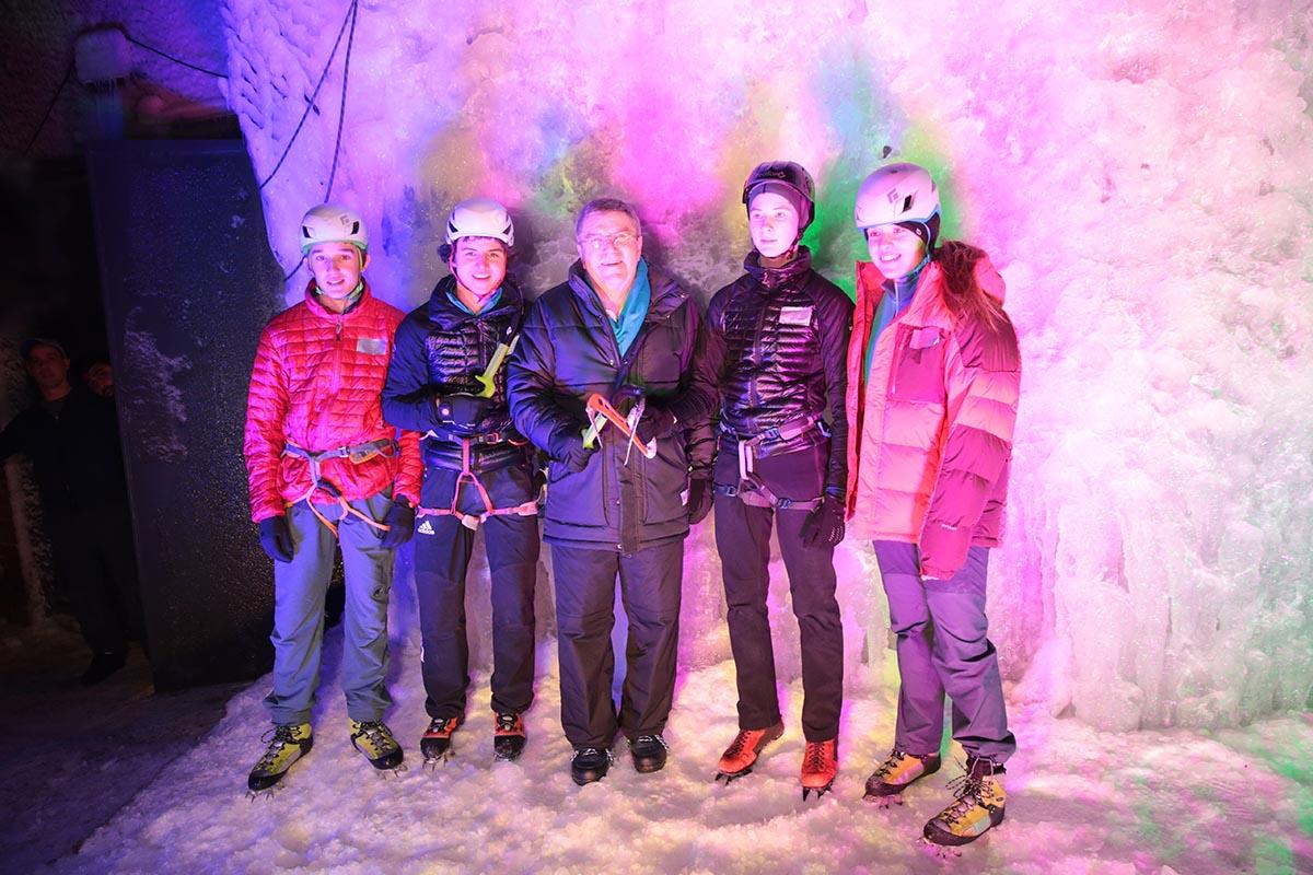 uiaa-ice-climbing-2022-thomas-bach2-1200x800