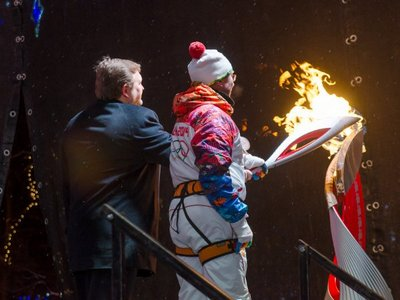 pavel-shabalin-olympic-torch
